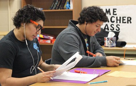 JCHS students studying in their English class.