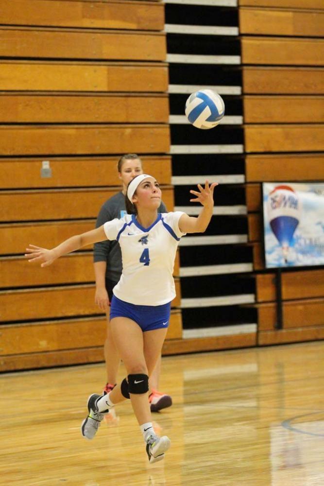 Sophomore+Ariana+Perez+serves+the+ball.