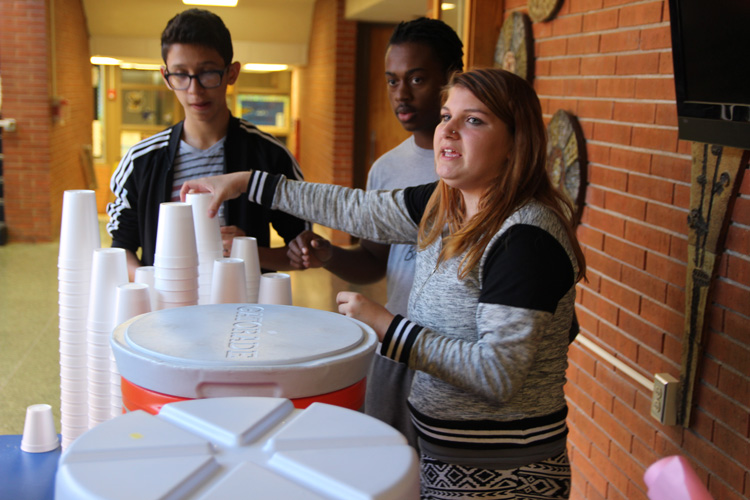 Entrepreneurship students held a fundraiser to help victims of the hurricanes that hit Puerto Rico.