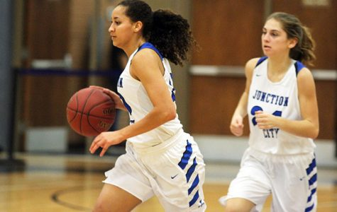 PHOTOS: Girls Varsity Falls To Highland Park