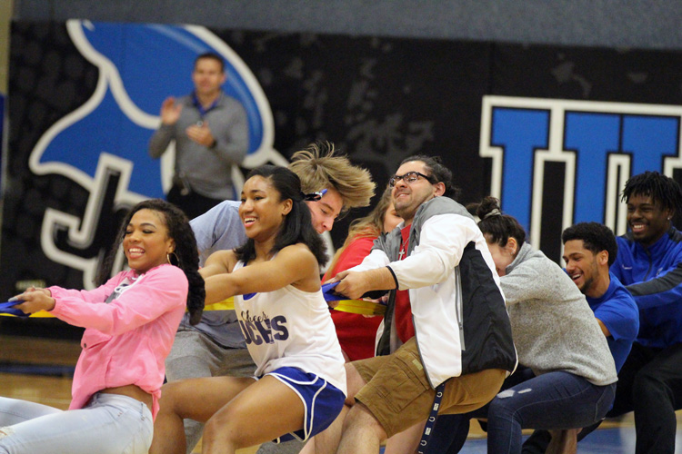 Senior class competes against the sophomore class in a Tug-of-War compition.