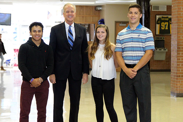 Senator+Jerry+Moran+poses+for+a+photo+with+S2S+club+members+%28Left+to+Right%29+Joel+Nieves%2C+Sierra+Garner%2C+and+Corbin+Sanner.+