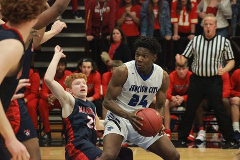 Varsity Basketball Finds Early Season Success